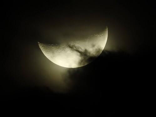 moon-1052668_1920