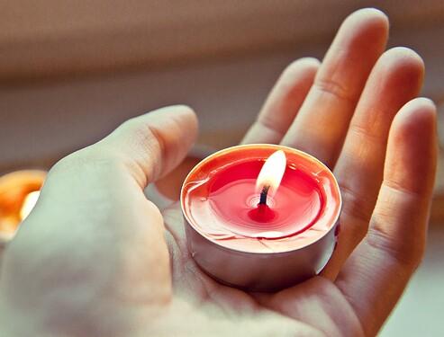 candle-711339_1920