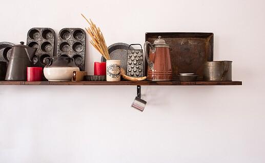 shelf-3044042_1920