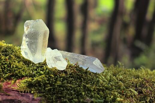 crystals-5047732_1920